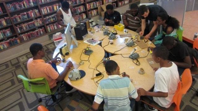 Using Makerspace to Modernize College Libraries